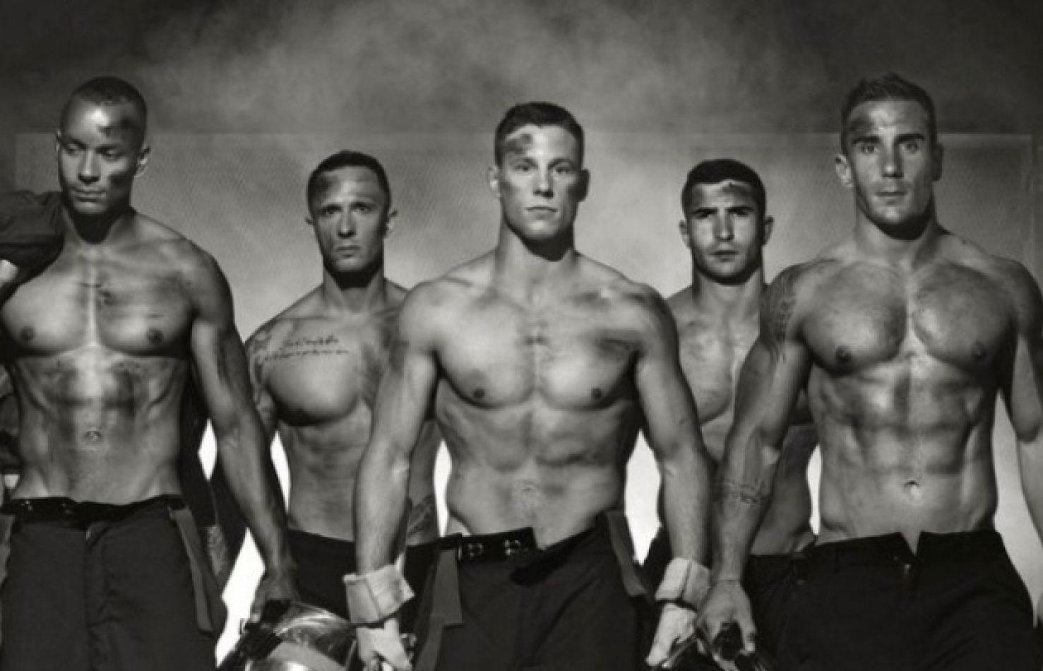 En su día, nueve bomberos reales que generan suspiros