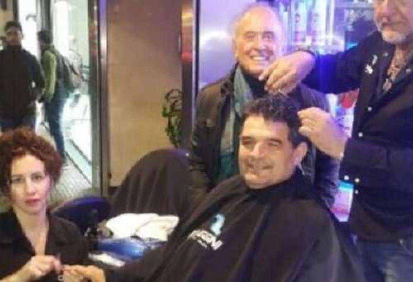 A Olmedo le clausuraron su peluquería favorita y se cortó en la calle