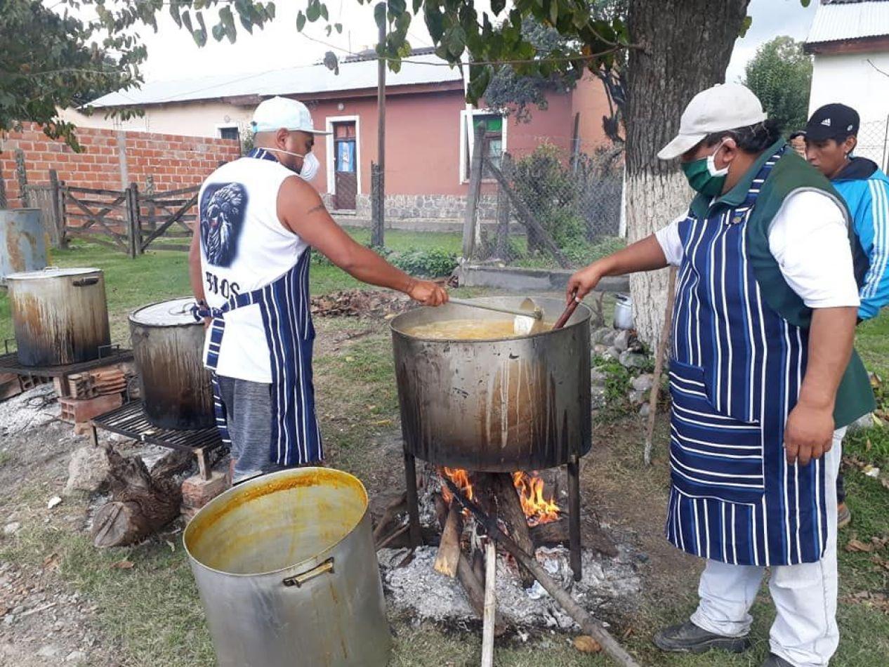 Campo Quijano: vecinos solidarios brindan un plato de comida a familias afectadas por la cuarentena