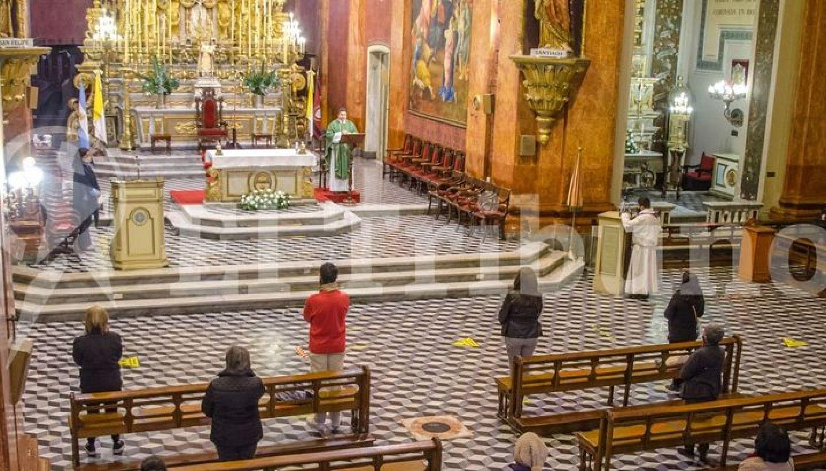 """Iglesias salteñas: Los fieles comienzan a acostumbrarse a la """"nueva normalidad"""""""