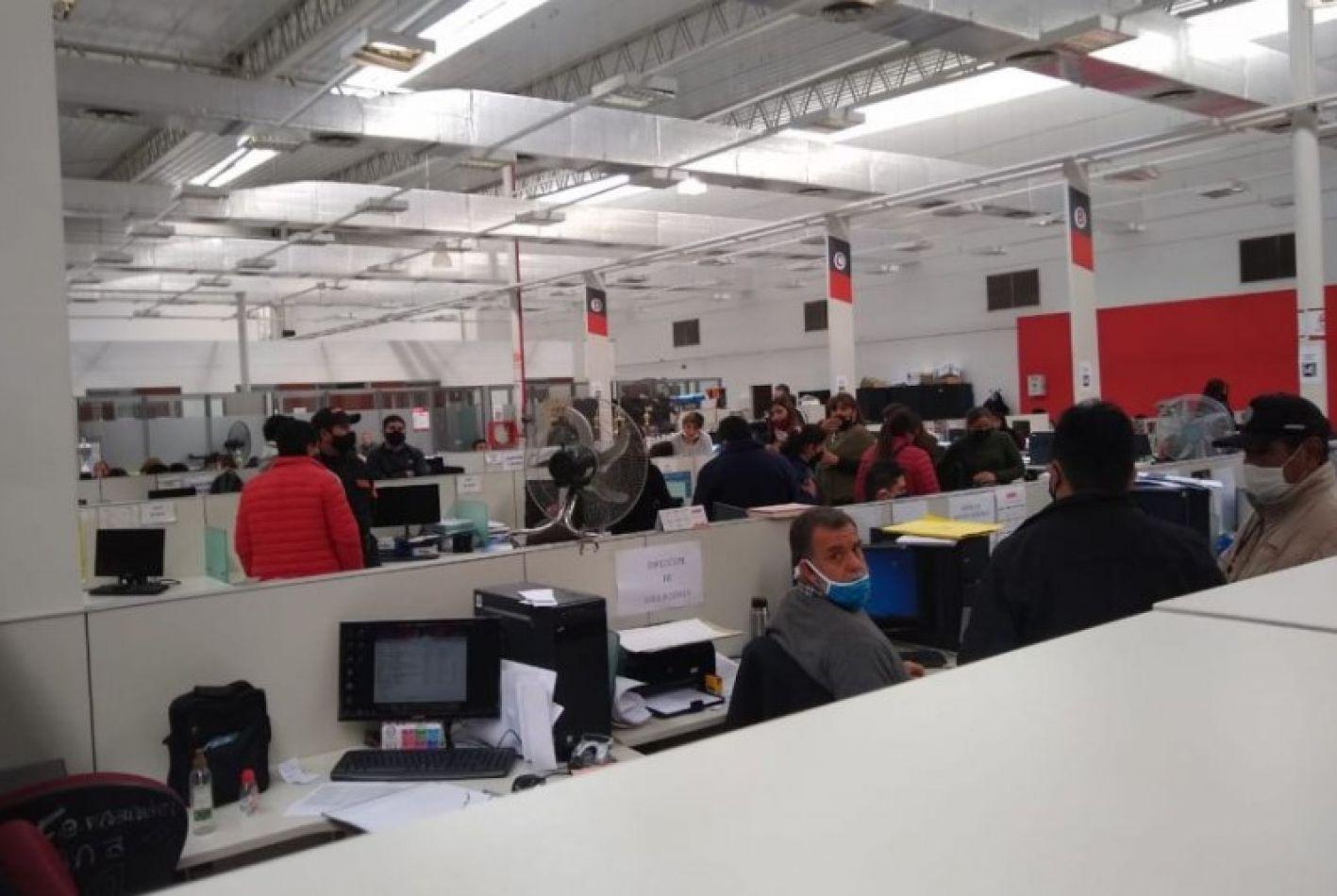 Allanamientos en la Muni: empleadas cobraban hasta $5 mil por un certificado trucho