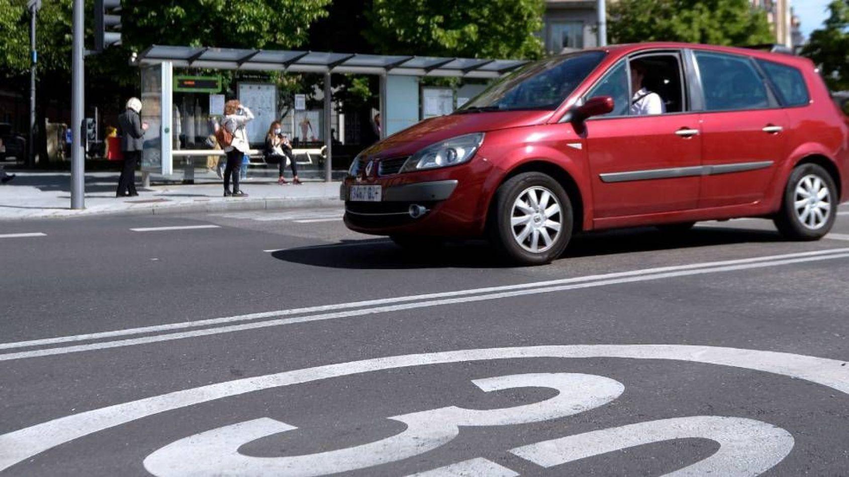 """Proponen reducir a 30 km/h la velocidad máxima en las calles """"para salvar vidas"""""""